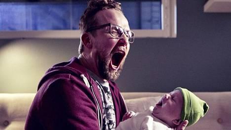 Eve Hietamiehen romaaniin perustuva Yösyöttö-komedia oli viikonlopun toiseksi katsotuin – poikkeuksellisista esityspaikoista huolimatta.