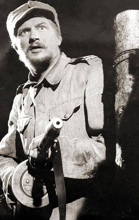 Edvin Laineen Tuntematon sotilas -elokuvassa Antero Rokkaa esitti Reino Tolvanen.