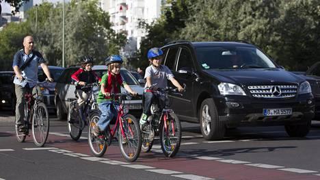 Berliinissä aiotaan estää saastuttavimpien autojen pääsy kaupunkiin.