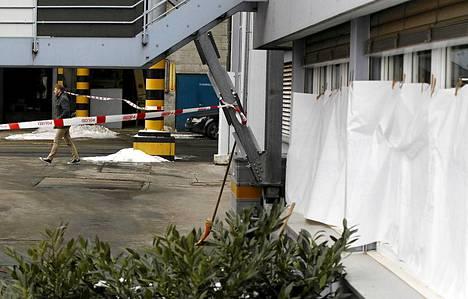 Ampuminen tapahtui keskiviikkona noin kymmeneltä aamulla Suomen aikaa lähellä Luzernin kaupunkia sijaitsevalla puupaneelitehtaalla.