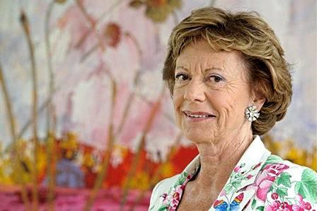 Komissaari Nellie Kroes saa nyt tukea suurilta europpalaisoperaattoreilta EU:n teleregulaattorille.