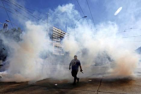 Presidentti on julistanut hätätilan pääkaupungin lisäksi 16:lle muulle alueelle. Kuva Valparaisosta sunnuntailta.