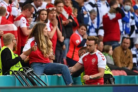 Kvist Jensen ryntäsi kentälle, kun hänen puolisoaan elvytettiin.