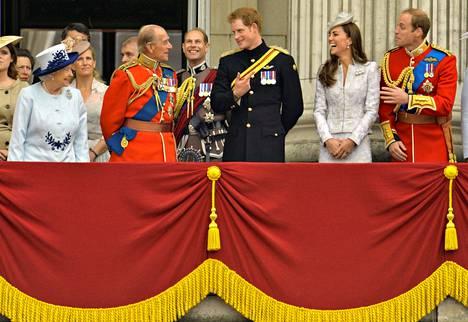 Kuningasperhe tervehti kansaansa kesäkuussa 2014.