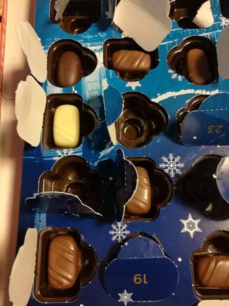 Fazerin suklaakalenterissa oli eri makuisia konvehteja.