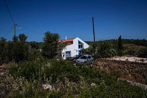 Poliisi on julkaissut kuvia taloista, joissa Brücknerin tiedetään oleilleen. Lisätietoja miehen Portugalin-vuosien olinpaikoista kaivataan kuitenkin yhä.