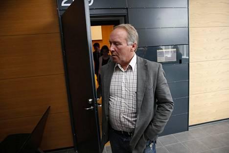 Teuvo Hakkarainen (ps) syytettynä kansanedustaja Veera Ruohon (kok) pahoinpitelystä ja seksuaalisesta ahdistelusta.