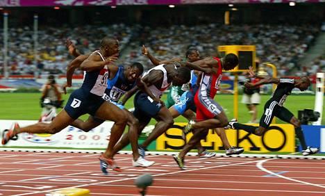 Uran huippuhetki: Collins (oik.) kurottaa MM-kultaan Pariisissa 2003.