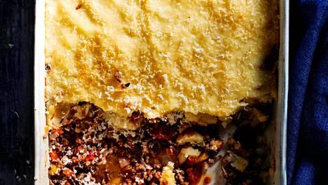 Paimenen piiras on kuin lihaperunasoselaatikko, mutta siinä muusi on kantena jauhelihakastikkeen päällä, ei joukkoon sekoitettuna.