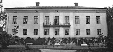 Carlo Bassin piirtämä Wiurilan kartanon päärakennus valmistui 1811.