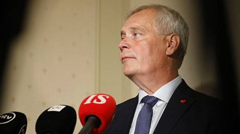 Pääministeri Antti Rinne vastasi politiikan toimittajien ajankohtaisiin kysymyksiin Kesärannassa.