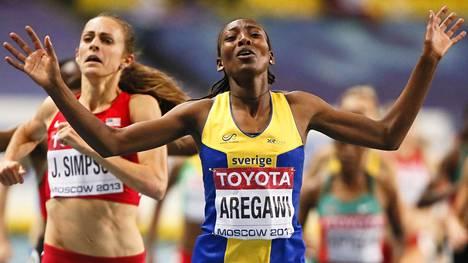 Abeba Aregawi voitti MM-kultaa Moskovassa 2013. Toiseksi sijoittui Yhdysvaltojen Jenny Simpson.