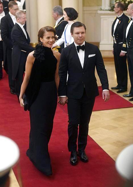 Näyttelijä Eero Milonoffin puoliso Suvi Kontkanen todisti, että yksinkertainen on tyylikästä.
