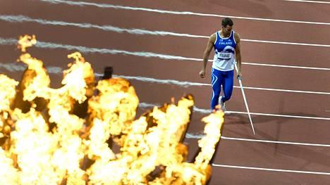 Vuoden 2012 olympiakisoissa Lontoossa olympiatuli paloi stadionilla komeasti, kun Tero Pitkämäki valmistautui heittoonsa karsintakilpailussa. Hän sijoittui lopulta neljänneksi.