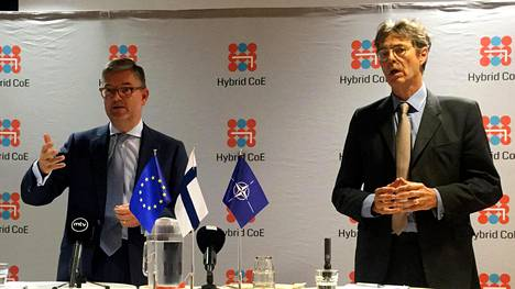 EU:n turvallisuuskomissaari Julian King (vas.) ja Naton apulaispääsihteeri Arndt Freytag von Loringhoven.
