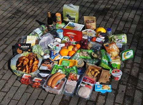 Sitä mitä ostetaan eniten näkyy myös jätehuoneissa, Arppe kertoo. Kuvassa Helsingissä tehdyn, kahden tunnin kierroksen tulos.