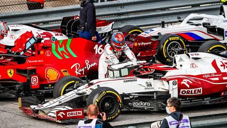 Kimi Räikkösen kohtalo puhuttaa – F1 reagoimassa välittömästi sääntömuutoksella?