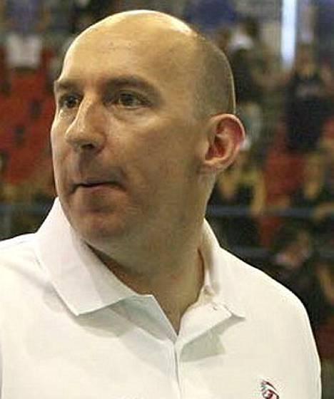 Hugh McCutcheon pelasi Suomessa kaudella 1993-94.