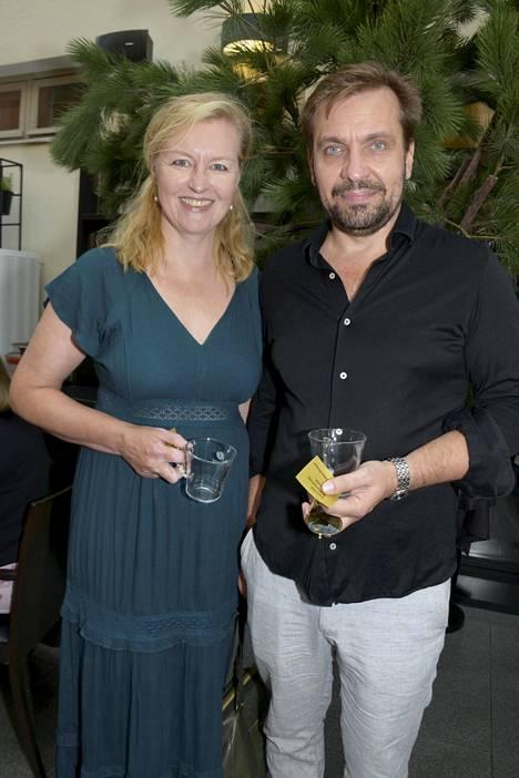 Janus Hanski yhdessä puolisonsa Sariannan kanssa.