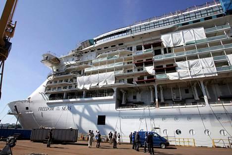 Turun telakalla rakennettu Freedom of the Seas oli valmistuessaan vuonna 2006 maailman suurin risteilijä. Elokuussa 2005 otetussa kuvassa alus on vasta rakenteille.