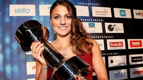 Nooralotta Neziri palkittiin Urheilugaalassa vuoden esikuvana.