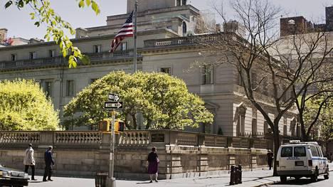 Keskuspuiston laidassa Frick Collection -palatsi New Yorkissa on arkkitehtuurinen nähtävyys.