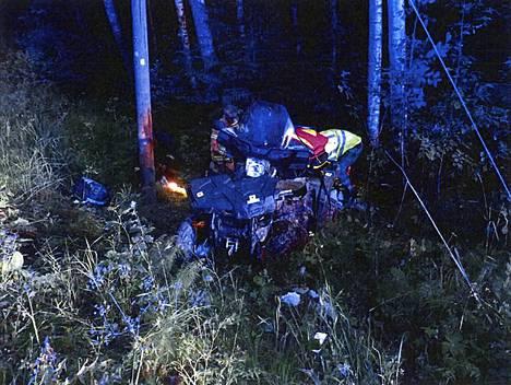 17-vuotiaan pojan kuljettama mönkijä ajautui metsään Vihdissä vuonna 2016. Kyydissä oli yhteensä viisi nuorta.