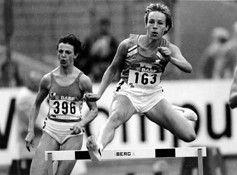 Tuija Helander oli parhaina vuosinaan 400 metrin aitajuoksun loppukilpailussa niin olympialaisissa kuin MM-kisoissakin.