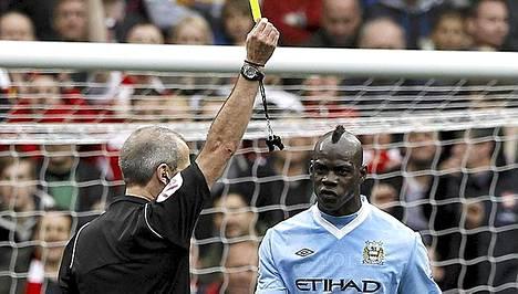 Italialaishyökkääjä Balotelli joutui ulosajetuksi, kun City hävisi Valioliigassa Arsenalille