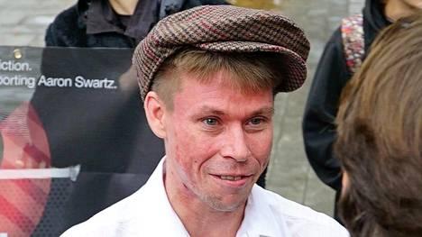 Yhdysvallat epäilee suomalais-brittiläistä Lauri Lovea tietomurroista ja vaatii hänelle jopa 99 vuoden rangaistusta. Loven mukaan teoissa oli kyse nykyajan internetaktivismista.
