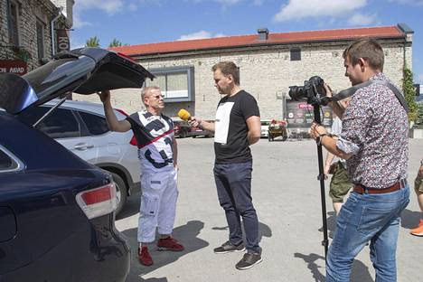 Kun Ilta-Sanomat oli haastatellut Sankilan, virolaismedia Õhtuleht kaappasi miehen haastatteluun. Myös virolaismediaa kiinnosti, palaako suomalaiset nyt sankoin joukoin Suomenlahden toiselle puolelle viinaa shoppailemaan.