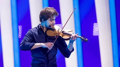 Euroviisujen toinen semifinaali alkoi: kertaalleen viisut voittanut Norjan Alexander Rybak lavalle ensimmäisenä – luvassa menevä esitys