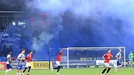 Stadin Derbyssä oli syyskuussa 4650 katsojaa. Se on Veikkausliigan kauden yleisöennätys.