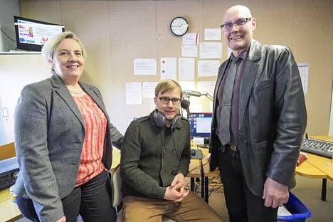 Tarja ja Hannu Harju sekä juontaja Rauli.