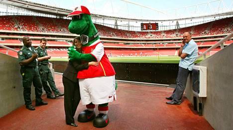 Maskotti Gunnersaurus on ollut osa Arsenalia jo 27 vuotta.