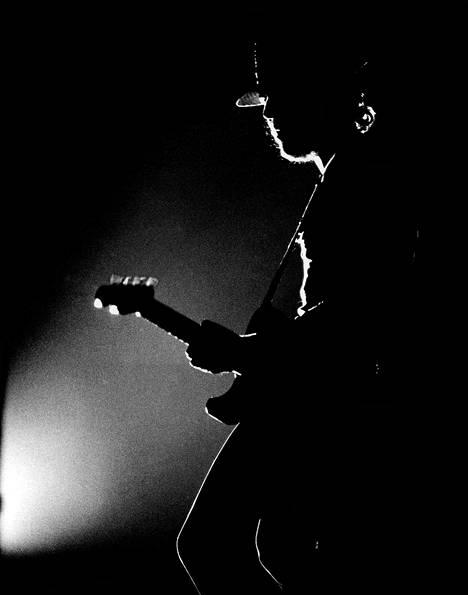 Bruce Springsteen kuvattuna keikalla keväällä 1974.