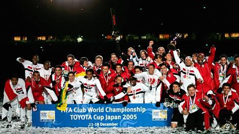 Sao Paulo juhli seurajoukkueiden maailmanmestaruutta Japanissa 2005. Flavio Donizete kuului joukkueeseen mutta pelasi pienessä roolissa.