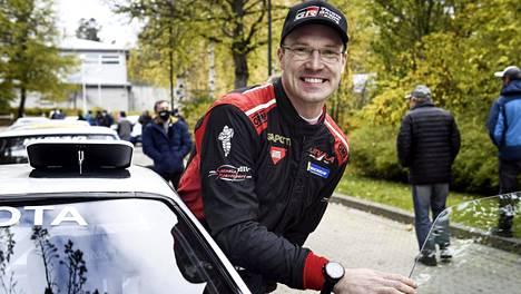 Jari-Matti Latvalan elämään mahtuu nykyään paljon, mutta hän rakastaa edelleen ajamista.