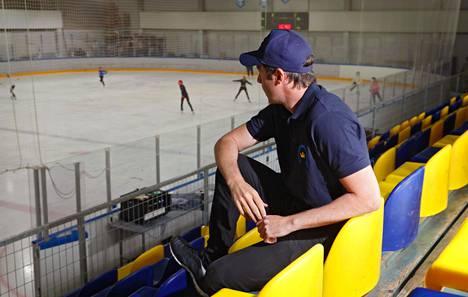 Kim Hirschovits kuvattuna Espoonlahden jäähallissa.