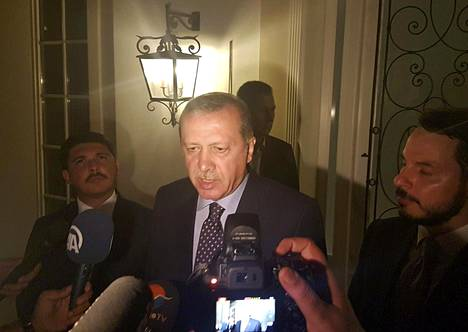 Erdogan puhui medialle Marmariksessa.