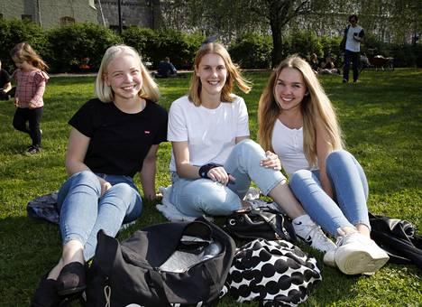 Emma, Malla ja Laura ovat yhtä mieltä siitä, että kesällä on helpompi rakastua, koska ei ole stressiä esimerkiksi opinnoista.