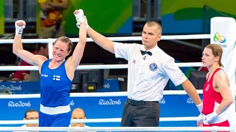 Mira Potkonen (vas.) voitti Katie Taylorin tuomariäänin vuoden 2016 olympiakisoissa.