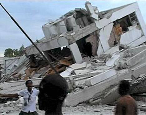 Järistys kaatoi kokonaisia rakennuksia.