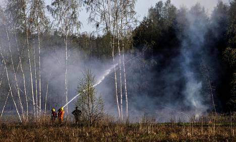 Poikkeuksellinen kuivuus kesällä 2018 aiheutti useita metsäpaloja myös Suomessa, mutta luonnolliset paloesteet, hyvä metsäautotieverkosto ja ammattimainen sammutustyö estää niitä leviämästä laajoiksi.Pyhtään Kaalkorvessa syttyi toukokuussa maastopalo. Maastoa ehti palaa noin 600 x 400 metrin alalta.