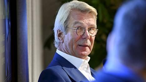 Björn Wahlroos muistelmiensa julkistustilaisuudessa torstaina.