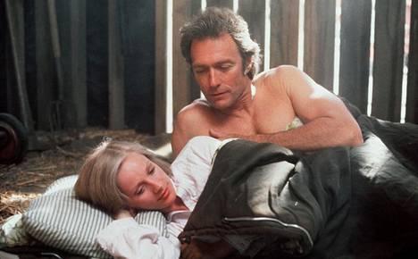 Sondra Locke ja Clint Eastowood on nähty useasti yhdessä valkokankaalla. Kuvassa Locke ja Eastwood Lällärit lakoon -elokuvassa.