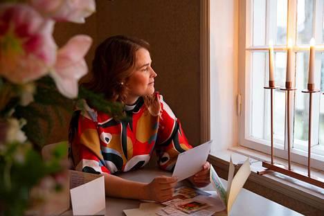 Marin lapsuudenperheessä oli seitsemän lasta, ja perhe asui Helsingin Käpylässä. Kummatkin vanhemmat olivat uskonnontutkijoita.