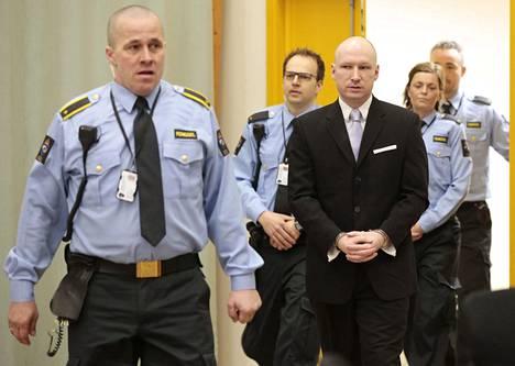 Breivik aikoo jälleen haastaa Norjan valtion oikeuteen vankilaolosuhteisiinsa liittyen. Kuva maaliskuulta 2016.