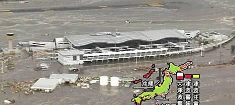 Sendain lentokenttä joutui tsunamin saartamaksi.