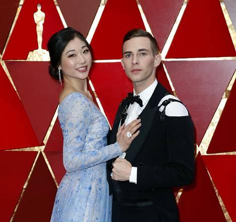 Mirai Nagasu keräsi huomiota Pyeongchangin olympialaisissa suorittamalla puhtaasti vaikean kolmoisakselin. Hän osallistui Oscar-gaalaan yhdessä Adam Ripponin kanssa.